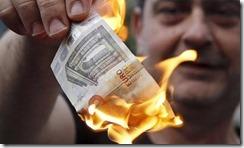 grecia-quema-cinco-euros-cordon-press-1